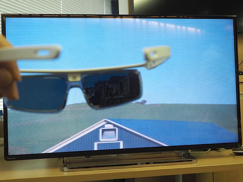 偏光メガネを使った「多重化・不可視映像技術」を利用したデモ画像