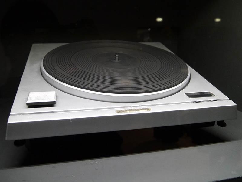 1970年に発売した世界初のダイレクトドライブ式ターンテーブル「SP-10」