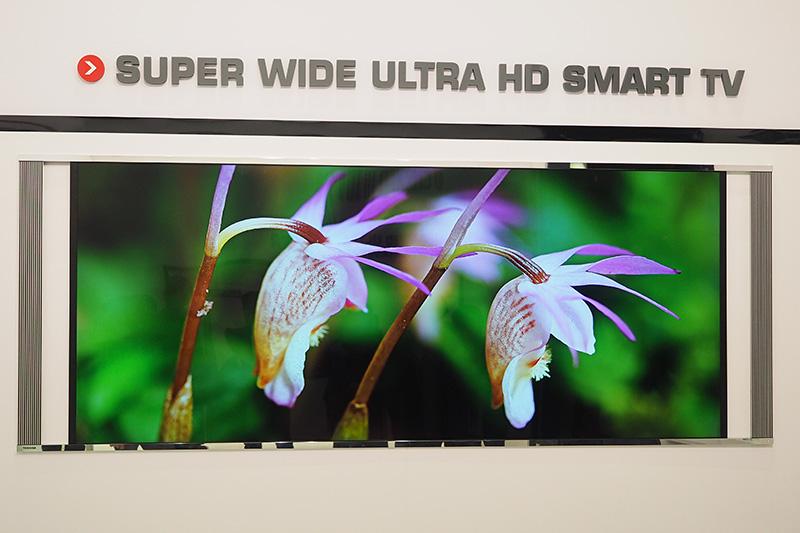 シネマスコープサイズの5K液晶テレビ