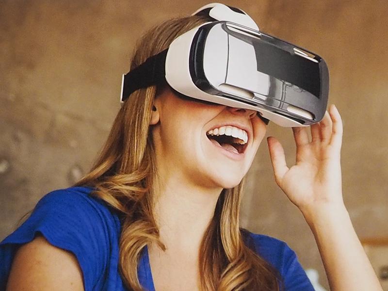 Gear VR。ヘッドバンドを付けるとハンズフリーになる