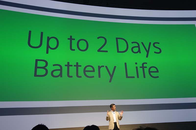IFAのプレスカンファレンスで、Z3のバッテリーライフについて発表する鈴木社長