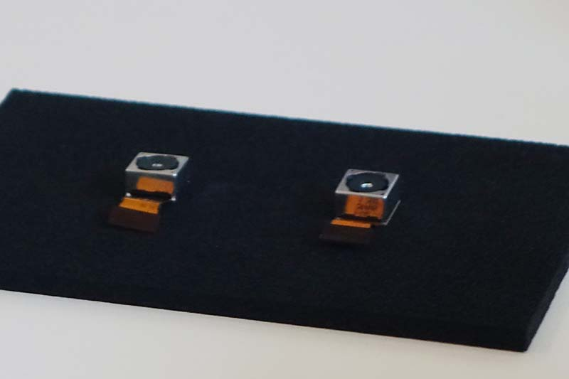 左がXperia Z3の、右がZ2のカメラモジュール。わずかだが薄型化している
