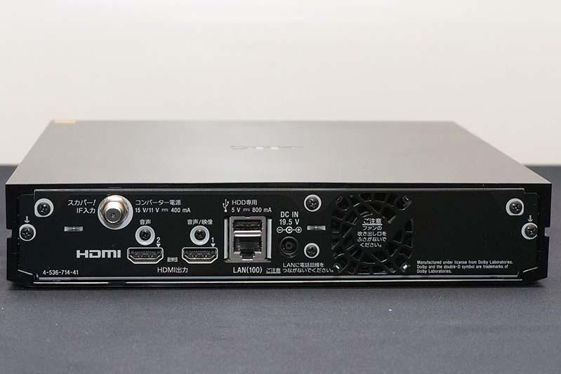 2系統のHDMIを装備し、プロジェクタとAVアンプなどに同時に出力可能