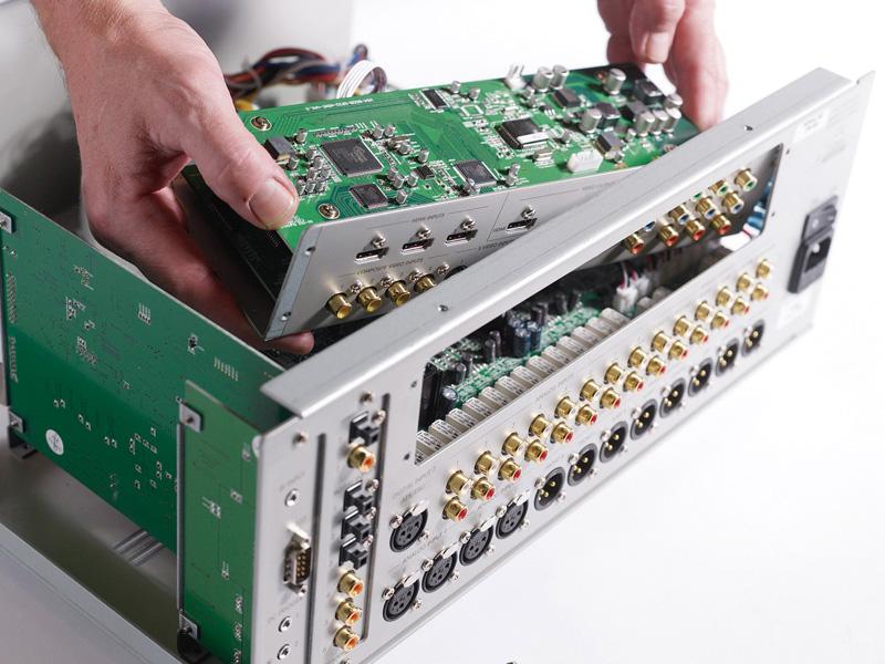 基板を交換可能なオープンモジュラーデザインを採用