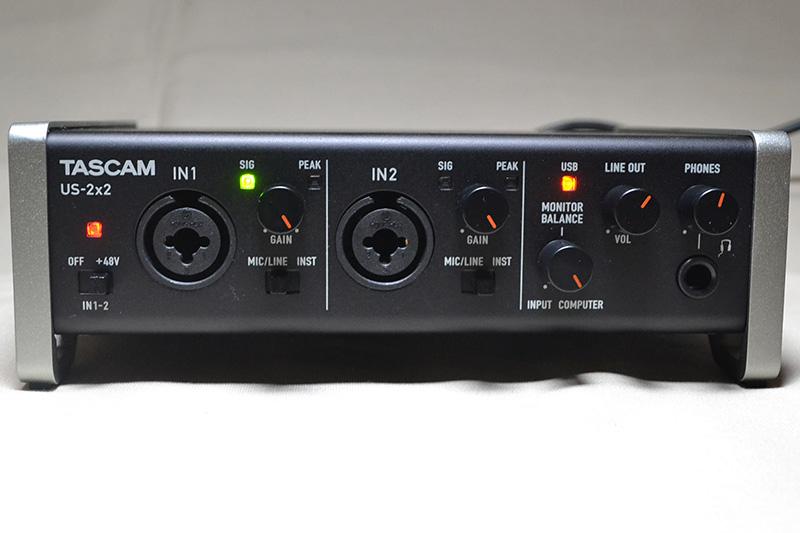 US-2x2は、前面にXLR/TRSコンボ入力とヘッドフォン入力を装備