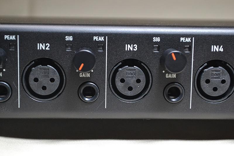 US-4x4は各チャンネルにXLRとTRSの2つの入力を独立して装備