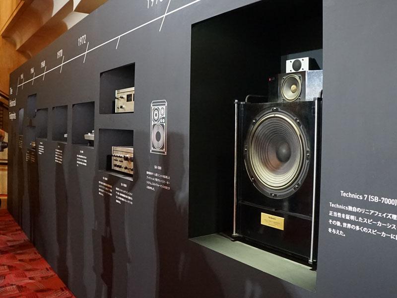 発表会場の入り口には、Technicsの代表的なモデルが展示された
