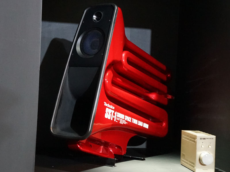 1988年発売、ツインロードホーン型スピーカー「SST-1」