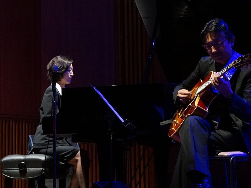 発表会の冒頭と最後では、小川理事もピアニストとして参加して、生演奏も行なわれた
