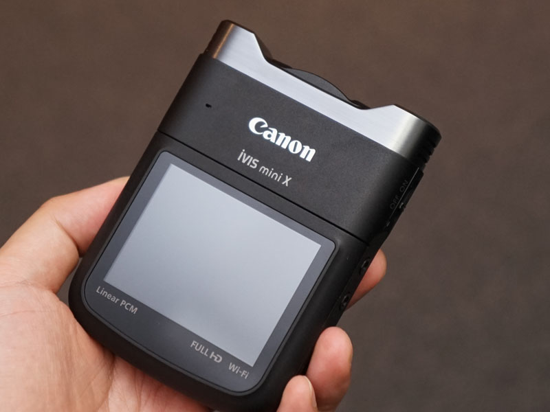 コンパクトサイズのビデオカメラ