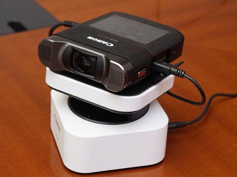 別売のカメラパンテーブル「CT-V1」に設置したところ