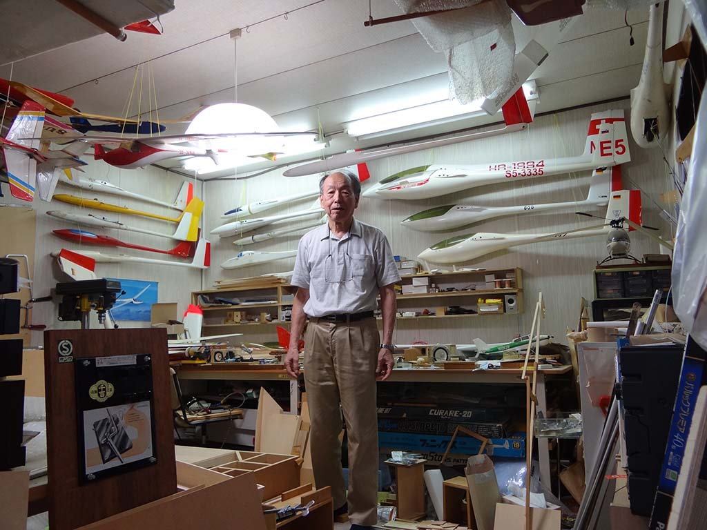 石井氏邸敷地内の工作室。40歳代半ばから始めた趣味のグライダーは、製作だけでなく、大会で入選するほどの腕前