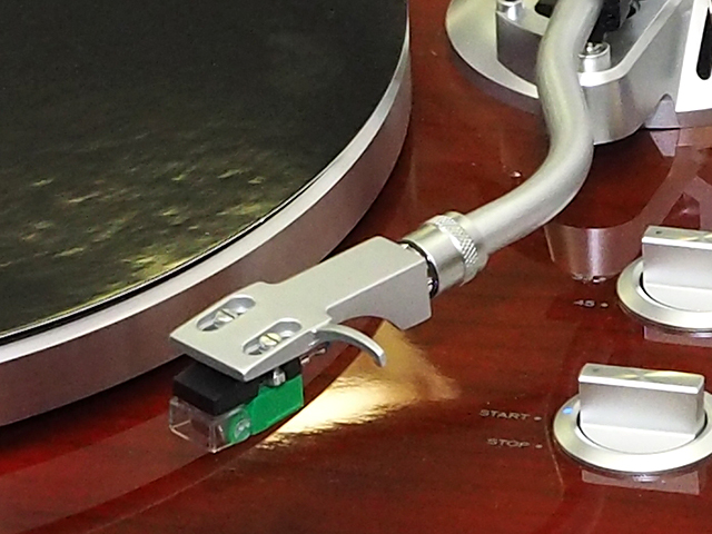 オーディオテクニカ製のVM(MM)カートリッジを採用