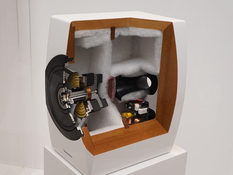 スピーカーやアンプの内部回路もチェックできる