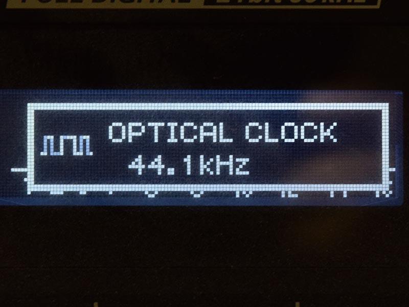 光デジタル出力をローランドのM-16DXに入力すると、44.1kHz以外のサンプリングレートではエラーになった