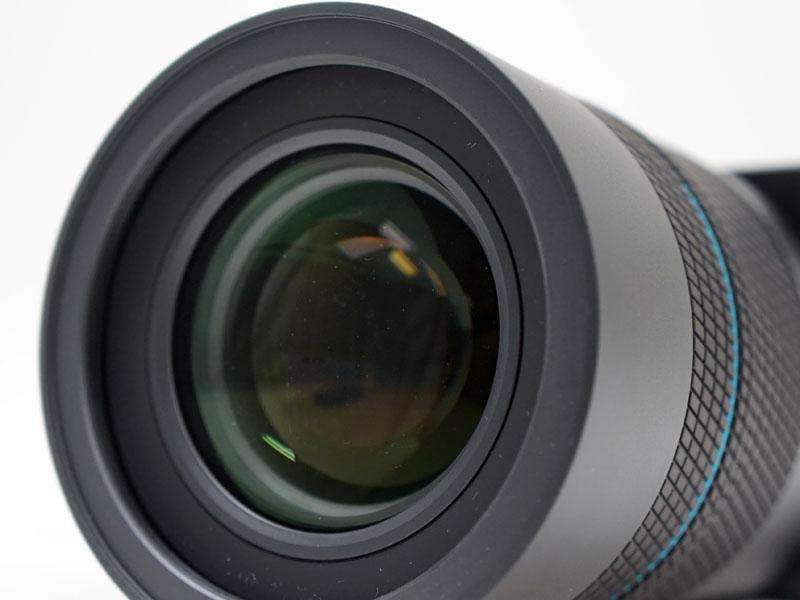 レンズはF2通しの光学8.3倍ズームレンズ