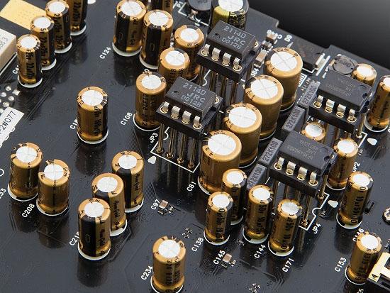 バーブラウン「PCM1794」や「PCM4220」など、高音質パーツを投入している
