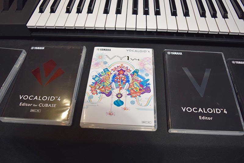 右が「VOCALID4 Editor」、左が「VOCALOID4 Editor for Cubase」、中央が歌声ライブラリの「VY1V4」