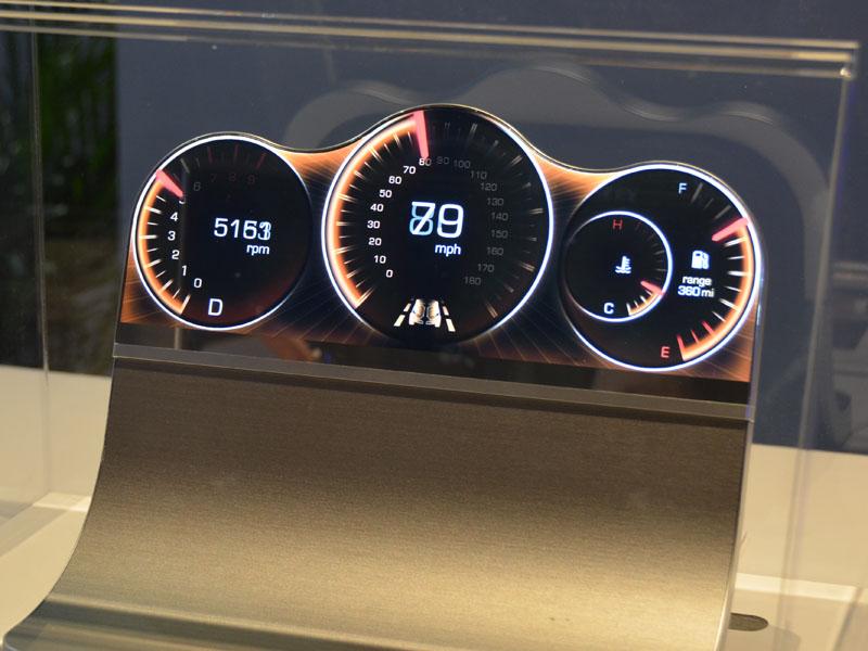 自動車用メーターとしての活用を想定したもの。CEATECで公開済み