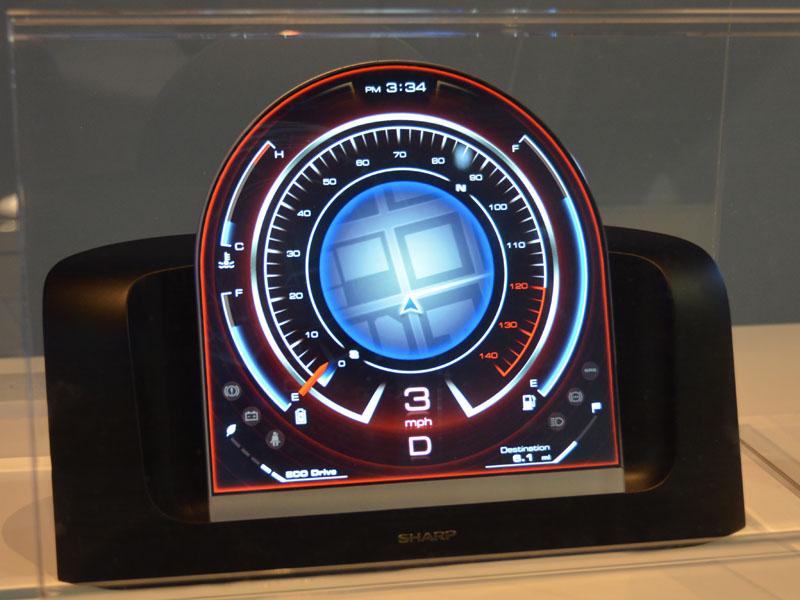 今回のCESで初公開となったもうひとつのアーチ窓型タイプ。開発チーム内では「オバQ型」と呼ばれていたという裏話も