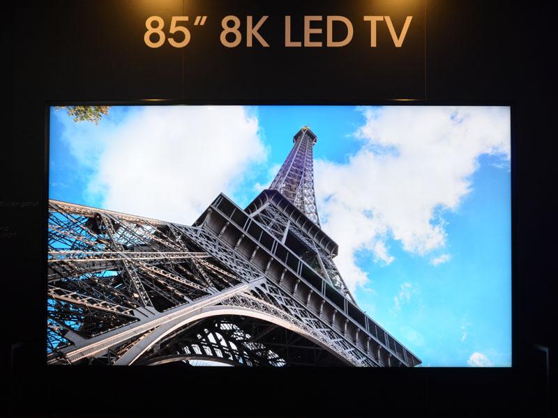 85型のリアル8Kテレビ試作機。これら3台が横並びに展示されていた