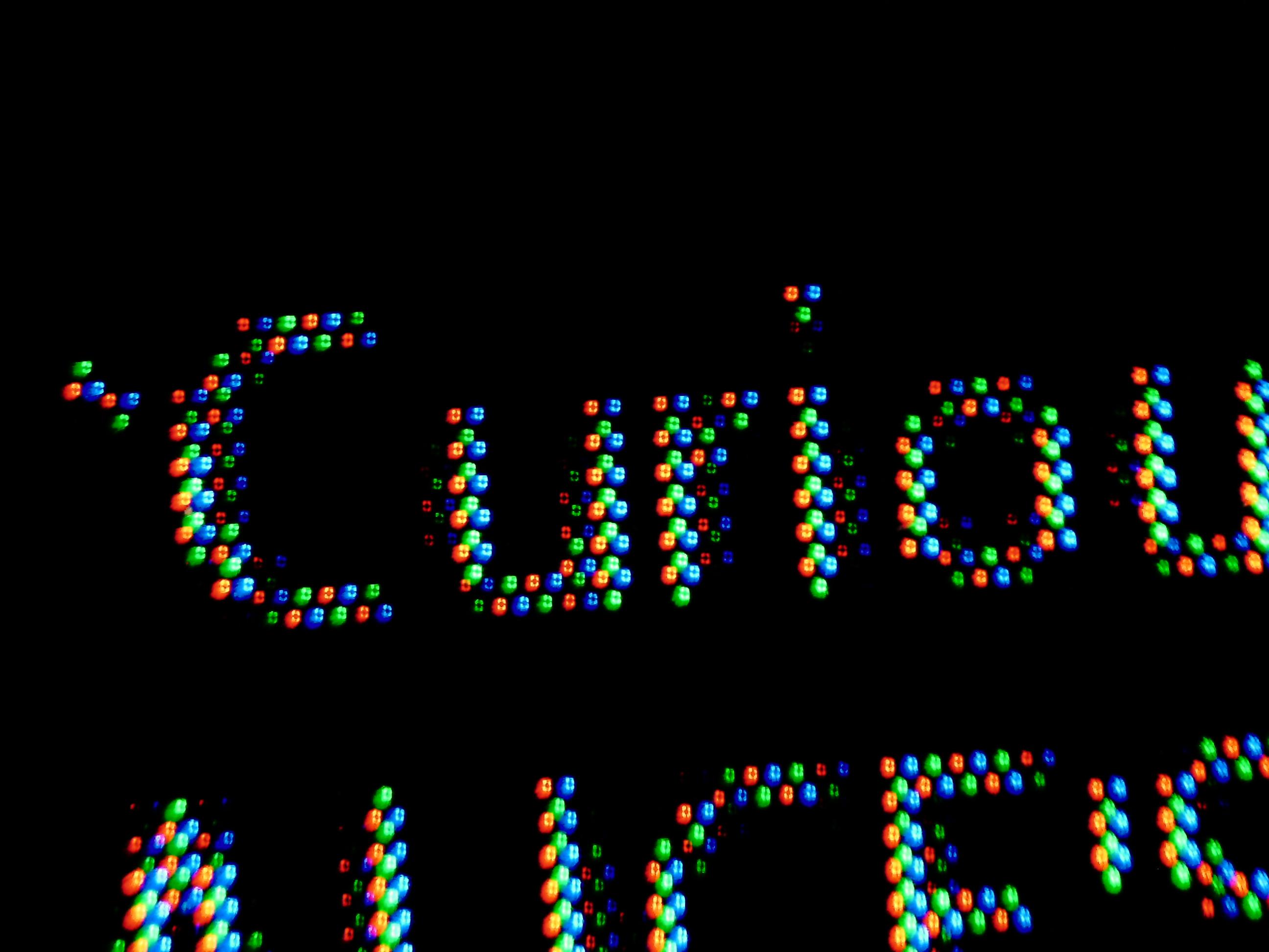 RGB画素リアル8K液晶テレビでの表示