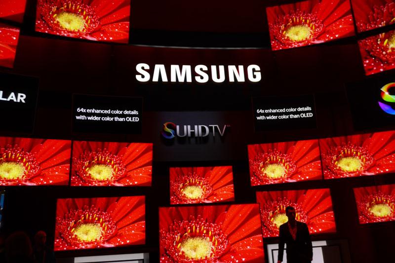 S UHD TVを大きくアピールしているサムスンブース