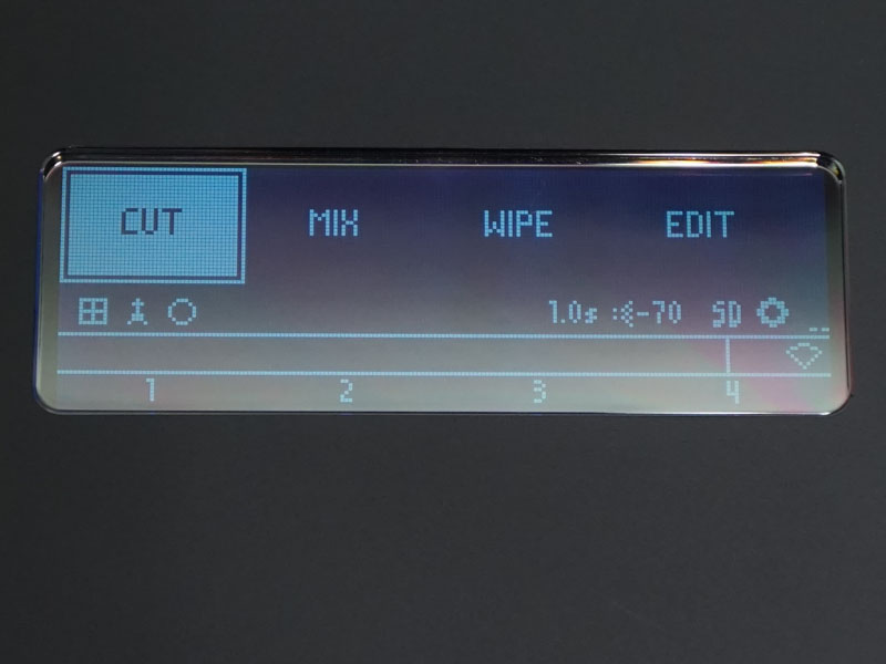 本体でのトランジションは3タイプから選択。ワイプパターンはEDITから選択できる