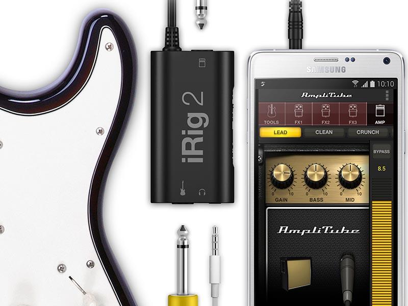 iPhoneなどのスマートフォンやギターと接続して利用可能