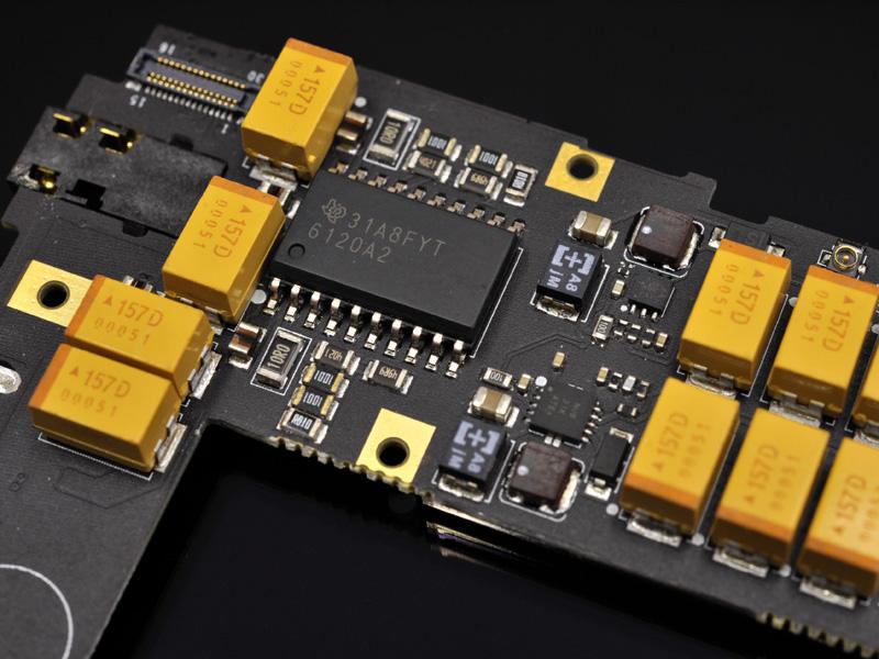 ヘッドフォンアンプは電流帰還型のTI「TPA6120A2」