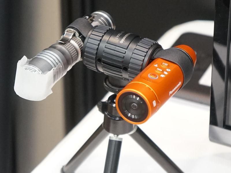 赤外線ライトとA1Hを並べてホールドできるアクセサリ「ツインマウント」