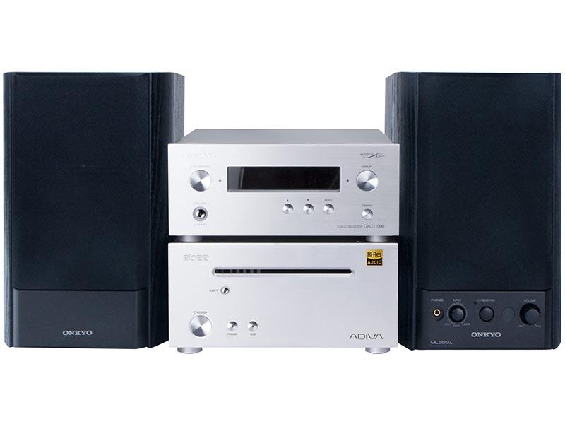 K10(AD-K10A-SV)。オンキヨー製の「DAC-1000」(上段)も同梱する