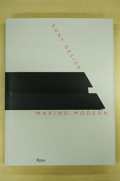 表紙には、本書の最後に登場するPS4を横置きにした写真を使うことで、ソニーデザインの回帰性と次世代に向かう矢のようなイメージを持たせた