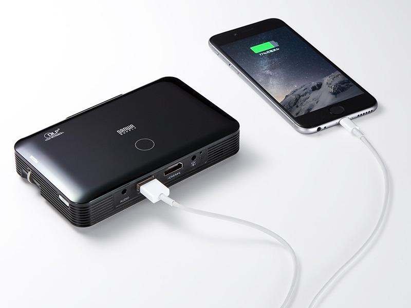 内蔵バッテリからスマートフォンの充電が可能