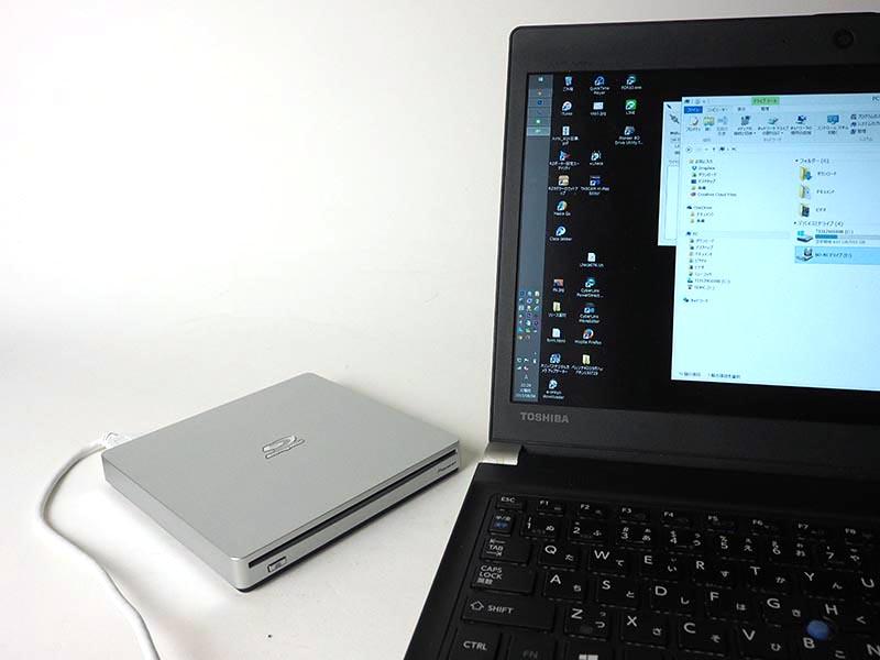ワイヤレスだけでなく、USBでパソコンと接続することももちろん可能