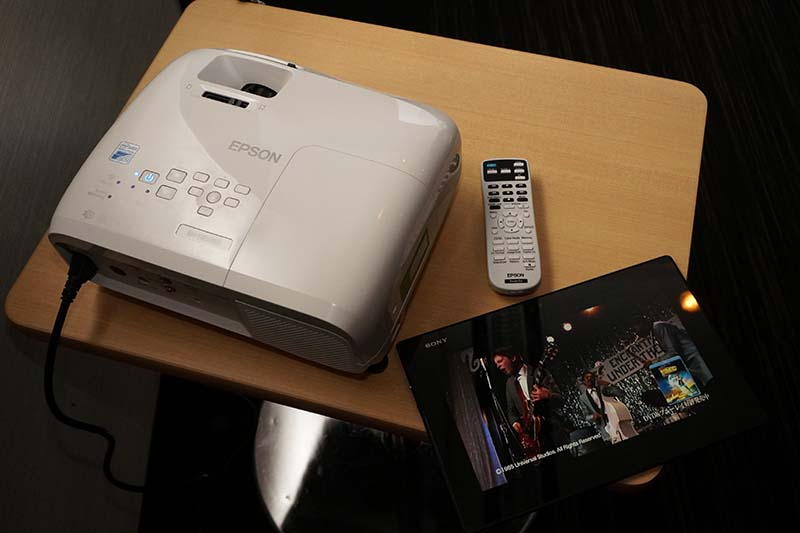 Miracastを使って、タブレット映像をプロジェクタでワイヤレス再生