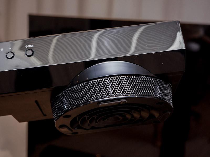 従来モデル「YSP-1400」は、脚部にサブウーファを内蔵していた