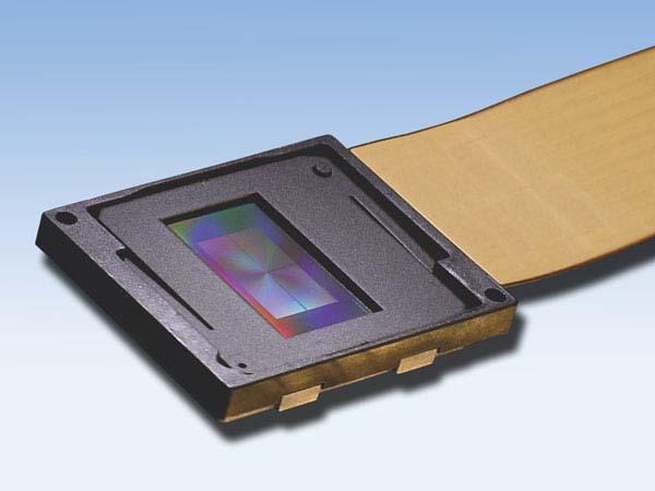 Holoeye Photonicsの「PLUTO Phase only SLM」。現在のMTTのデモ機ではこのSLMが使われている(HOLOEYE社のWebサイトから転載)
