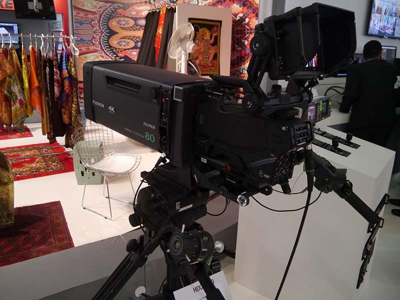 世界初の2/3型3板式4Kイメージセンサーを搭載した4K/HD対応システムカメラ「HDC-4300」。スポーツ中継にも最適なカメラとして提案していく