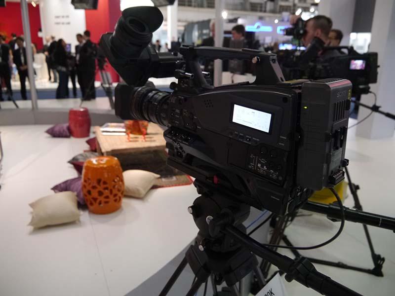 XDCAMショルダーカムコーダ「PXW-X320K」。多様な用途に利用できるベーシックモデル