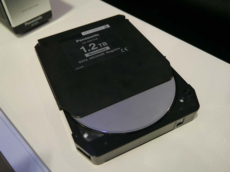 1.2TBのブルーレイディスクマガジンを使用して、最大638TBのデータをアーカイブできるソリューション