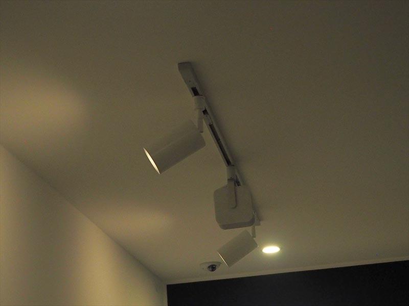 天井近くに設置