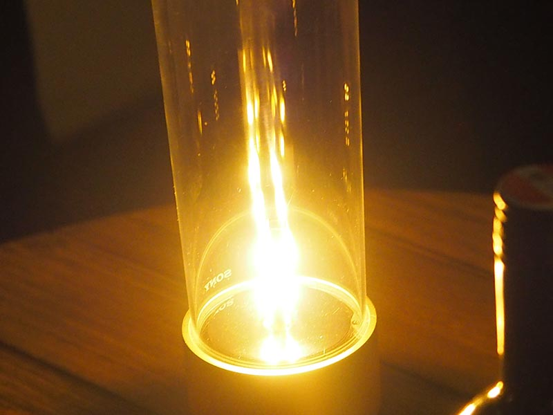 ライトはLEDだが、炎のようにも見える柔らかな光