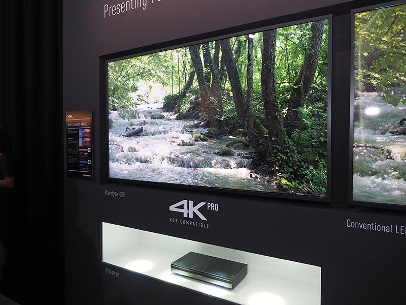 4K HDR対応テレビと組み合わせて展示