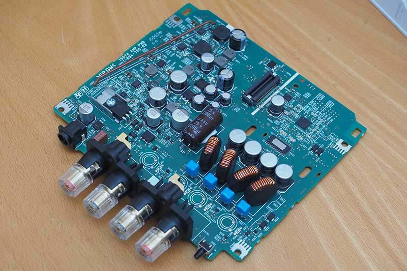 電源/スピーカーアンプ部の基板