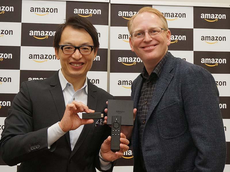 アマゾン・ジャパンのジャスパー・チャン社長(左)とAmazon Devices シニアバイスプレジデントのデイブ・リンプ氏(右)
