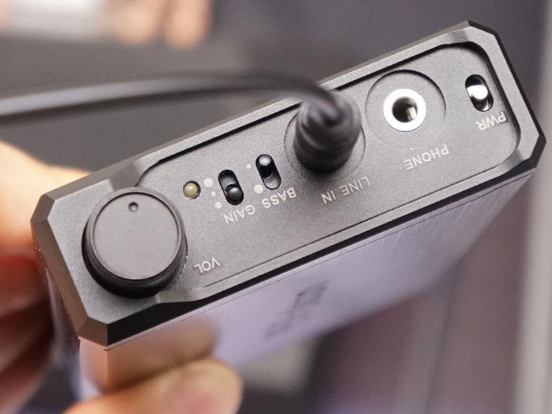 シンプルなアナログポータブルヘッドフォンアンプ「P5」