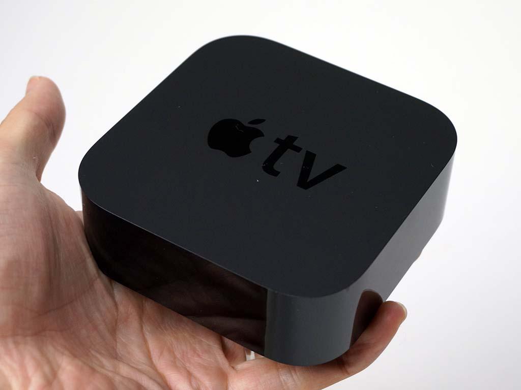 新Apple TV。以前に比べボディの高さが増しているが、イメージは同じ