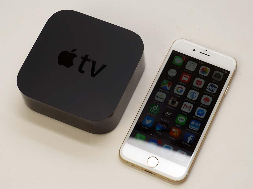 iPhone 6sとサイズを比べてみる。フットプリントは第3世代までと変わらないので、さほど大きくは感じない