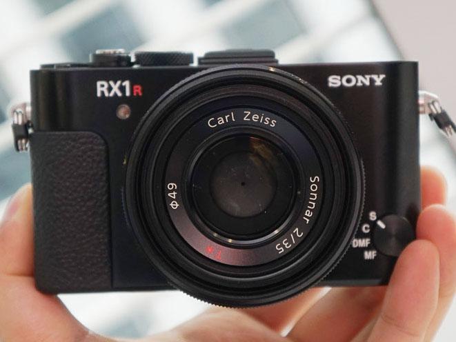フルサイズのCMOSセンサーを搭載したコンパクトデジタルカメラ「RX1R II」